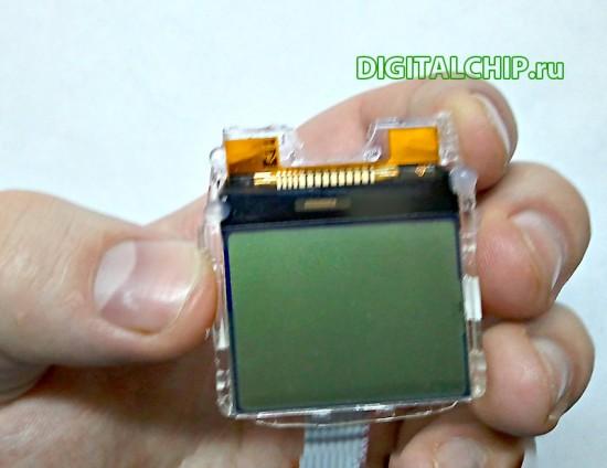 Экран Nokia 1100 с подключенным шлейфом