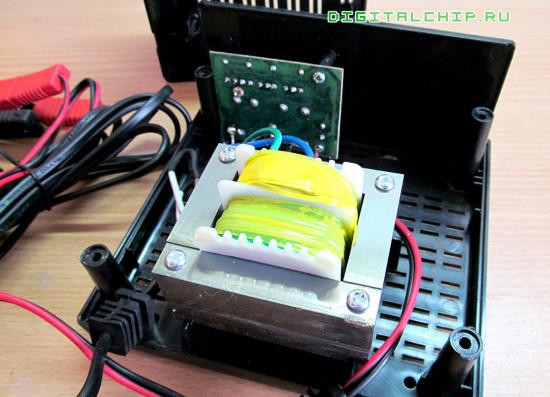 Зарядное устройство для стартерных батарей Compact 2500. Вскрытие. Другой вид.