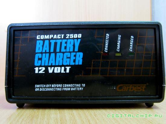 Зарядное устройство для стартерных батарей Compact 2500. Передняя панель.