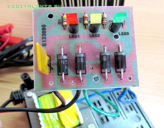 Зарядное устройство для стартерных батарей Compact 2500. Вид на плату.